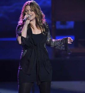 kelly-clarkson-pregnant-looking-fat-on-american-idol-
